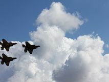 Schattenbilder von drei Flugzeugen F-35 Lizenzfreies Stockfoto