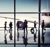 Schattenbilder von Geschäftsleuten im Flughafen Stockbilder