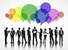 Schattenbilder von Geschäftsleuten und von Sprache-Blasen Lizenzfreie Stockfotos
