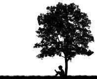 Schattenbilder von Kindern lasen Buch darunter Lizenzfreie Stockbilder
