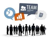Schattenbilder von multiethnischen Geschäftsleuten mit Geschäfts-Symbolen Stockbild
