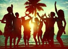 Schattenbilder von verschiedenem multiethnischem Leute Partying Stockfoto