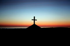 Schattenbildkreuz auf Kapelle lizenzfreies stockfoto