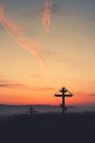 Schattenbildkreuze bei Sonnenuntergang, Kopienraum Lizenzfreies Stockbild