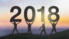 Schattenbildleute glücklich für 2018 neues Jahr Lizenzfreie Stockfotos