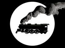 Schattenbildlogo der luftstoßenden Rauchlokomotive des Dampfs in Schwarzweiss auf Hintergrund des hellen Sonnenscheins Abbildung  lizenzfreie stockbilder