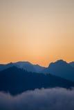 Schattenbildschichten Berge morgens Stockbild