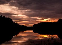Schattenbildsonnenuntergang in Taivassalo, Finnland Lizenzfreie Stockfotografie