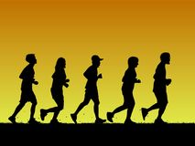Schattenbildsport, der auf orange Steigung läuft Lizenzfreie Stockbilder
