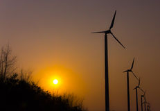 Schattenbildwindkraftanlage Stockfoto