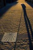 Schattenpilger, Muschelschale, Camino Frances Lizenzfreie Stockbilder