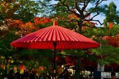 Schattenregenschirm am eikando Kyoto Lizenzfreie Stockbilder