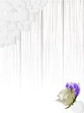 Schattieren der weißen Täfelung mit Herzen und Blumen Stockfotografie