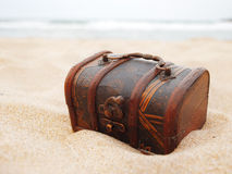 Schatz im Sand lizenzfreies stockbild