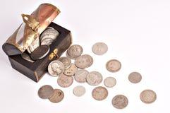 Schatztruhe - Silbermünze Stockfotos