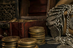 Schatztruhe und Kerze Lizenzfreie Stockfotografie