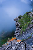 Schauen über dem Rand des Berges Lizenzfreie Stockbilder