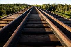 Schauen über dem verlassenen Pouce-Coupé-Eisenbahngestell Stockfotografie