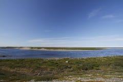 Schauen über Maguse-Fluss nördlich Arviat Lizenzfreie Stockbilder
