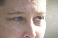 Schauen der blauen Augen Stockbild