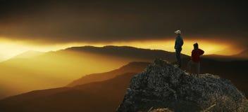 Schauen des Sonnenuntergangs Lizenzfreies Stockbild