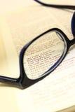 Schauen durch die Linse von Gläsern Lizenzfreies Stockbild