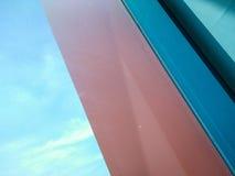 Schauen durch ein Fenster mit netter Farbkombination Lizenzfreies Stockbild