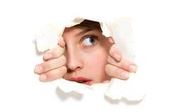 Schauen durch Papierloch Lizenzfreies Stockfoto