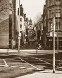 Schauen hinunter Clare Street Bristol im Sepia-Ton Stockfotografie