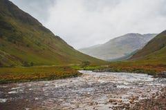Schauen hinunter Glen Etive landschaft lizenzfreie stockbilder