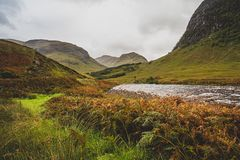 Schauen hinunter Glen Etive landschaft lizenzfreie stockfotos