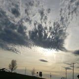 Schauen hoch im Himmel lizenzfreies stockbild
