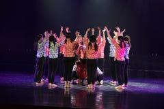 Schauen Sie herum und ändern Sie Wirklichkeitflieder-Tanz-Drama stockfotos