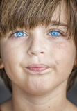 schauen Sie Jungen der blauen Augen Lizenzfreie Stockbilder