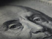 Schauen Sie vom Geld Stockfoto