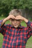 Schauen Sie von einem Kind stockfoto