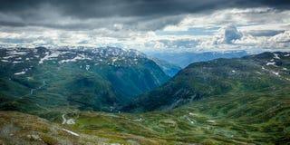 Schauen unten in einem Tal norwat Lizenzfreies Stockfoto