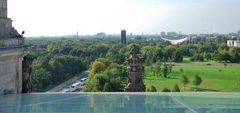 Schauen zur Stadt von der Reichstag-Abdeckung Stockfoto
