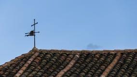 Schaufel auf einem Dach Stockfotos
