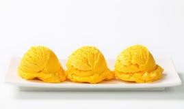 Schaufel der gelben Eiscreme Lizenzfreies Stockfoto