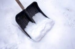 Schaufel für Schneereinigungsschnee lizenzfreie stockfotografie
