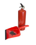 Schaufel mit Asche und Feuerlöscher Stockfotografie