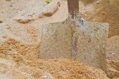 Schaufel und Sand Lizenzfreie Stockfotografie