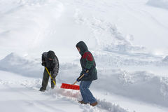 Schaufeln des Schnees Stockbild