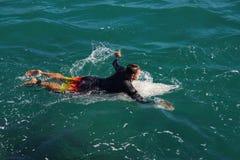Schaufeln des Surfers Lizenzfreie Stockfotos