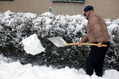 Schaufeln Sie den Schnee stockbild