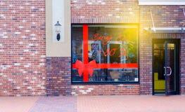 Schaufenstereingang zu den Händlerrabatten stockbilder
