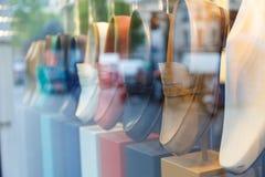 Schaukasten mit Schuhen Stockfotografie