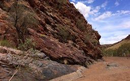 Schaukeln Sie Wand und trockene Flussbett pilbara Region West-Australien Stockfotografie
