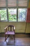 Schaukelstuhl in einem Replikhaus Stockfoto